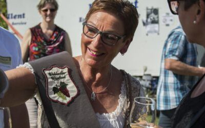 Wijnkoningin Marlies geniet van 17e Wahlwiller Wijnfeest